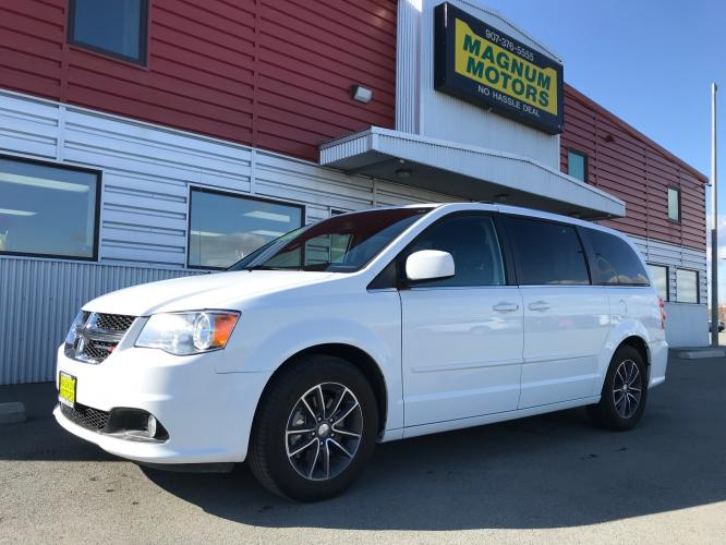 2017 White /Black Dodge Grand Caravan SXT (2C4RDGCG8HR) with an 3.6L V6 DOHC 24V engine, 6A transmission, located at 44152 Sterling Highway, Soldotna, AK, 99669, (907) 262-5555, 60.484917, -151.062408 - Photo #0