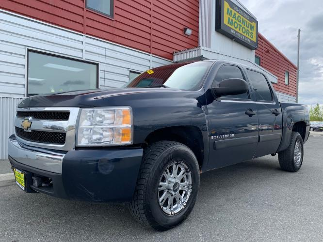2007 Blue /Black Chevrolet Silverado 1500 LT1 Crew Cab 4WD (3GCEK13C87G) with an 4.8L V8 OHV 16V engine, 4-Speed Automatic Overdrive transmission, located at 1960 Industrial Drive, Wasilla, AK, 99654, (907) 376-5555, 61.573475, -149.400146 - Photo #0