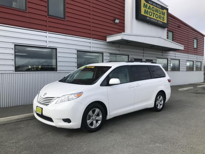 2016 White /gray Toyota Sienna LE FWD 8-Passenger V6 (5TDKK3DC9GS) with an 3.5L V6 EFI DOHC 24V engine, 5A transmission, located at 1960 Industrial Drive, Wasilla, AK, 99654, (907) 376-5555, 61.573475, -149.400146 - Photo #0