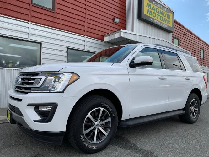 2019 White /Black Ford Expedition XLT 4WD (1FMJU1JT4KE) with an 3.5L V6 DOHC 24V FFV engine, 6A transmission, located at 1960 Industrial Drive, Wasilla, AK, 99654, (907) 376-5555, 61.573475, -149.400146 - Photo #0