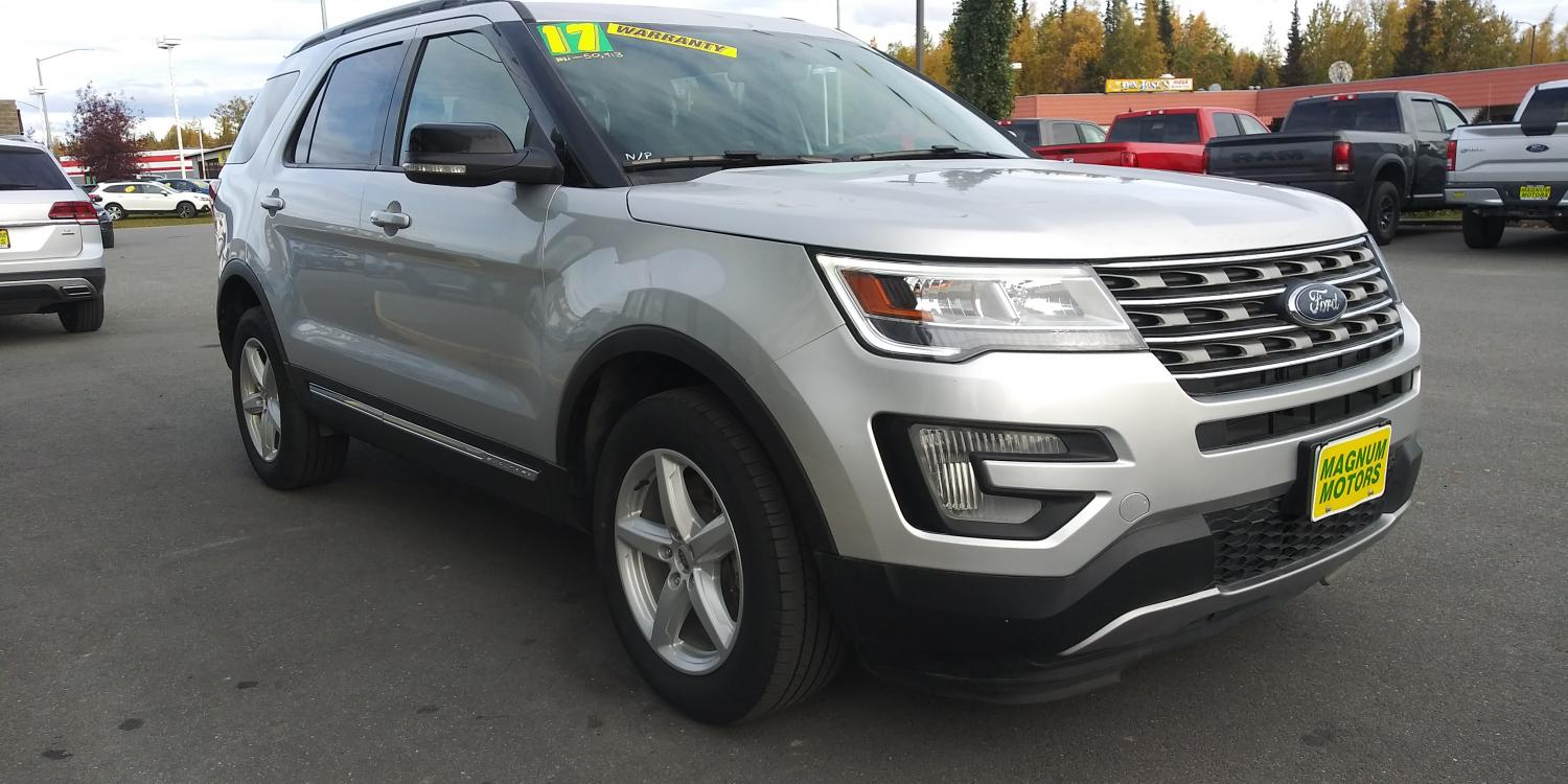 2017 Silver Ford Explorer XLT 4WD (1FM5K8D83HG) with an 3.5L V6 DOHC 24V engine, 6A transmission, located at 44152 Sterling Highway, Soldotna, 99669, (907) 262-5555, 60.484917, -151.062408 - Photo #5