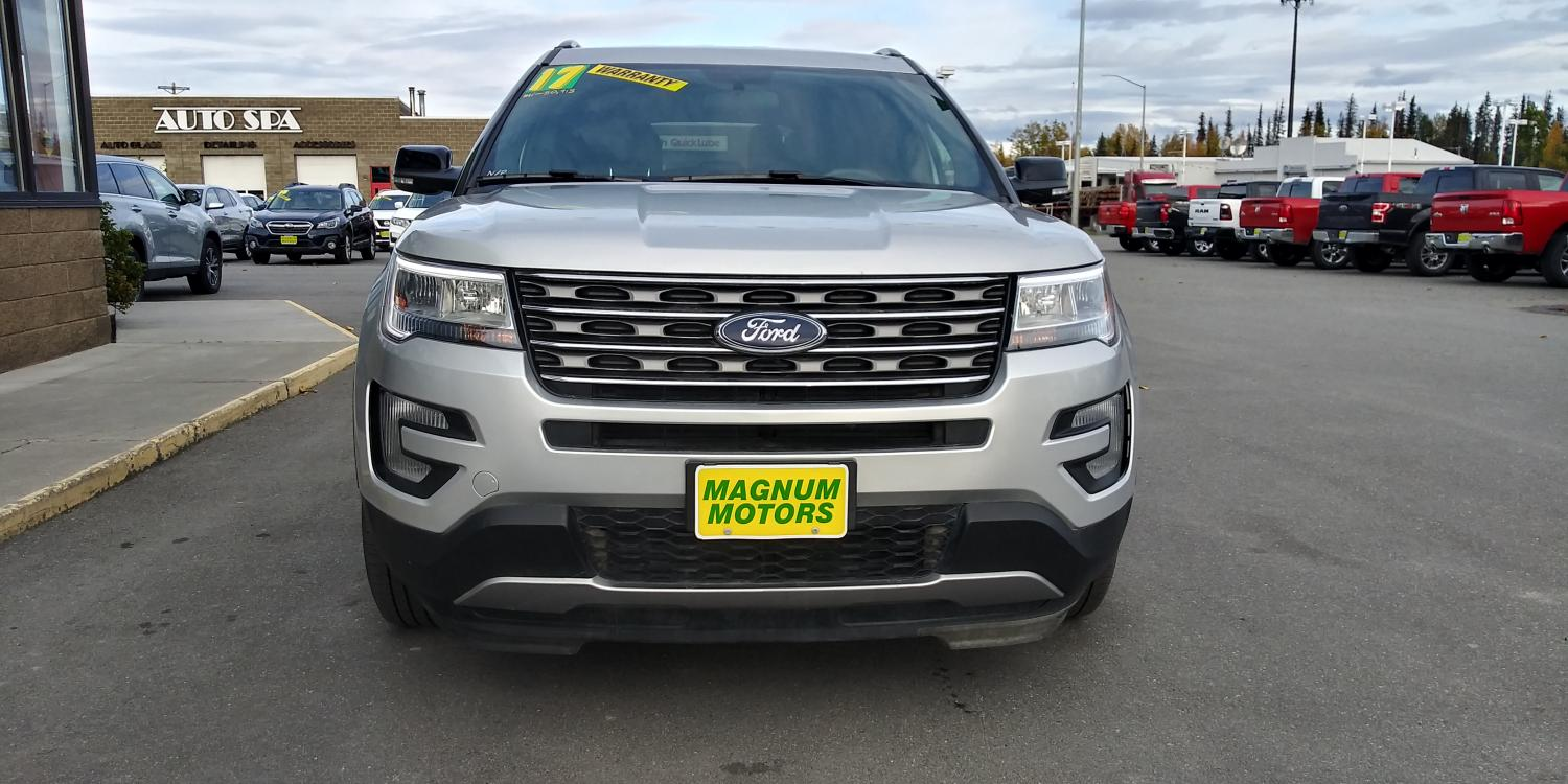2017 Silver Ford Explorer XLT 4WD (1FM5K8D83HG) with an 3.5L V6 DOHC 24V engine, 6A transmission, located at 44152 Sterling Highway, Soldotna, 99669, (907) 262-5555, 60.484917, -151.062408 - Photo #3
