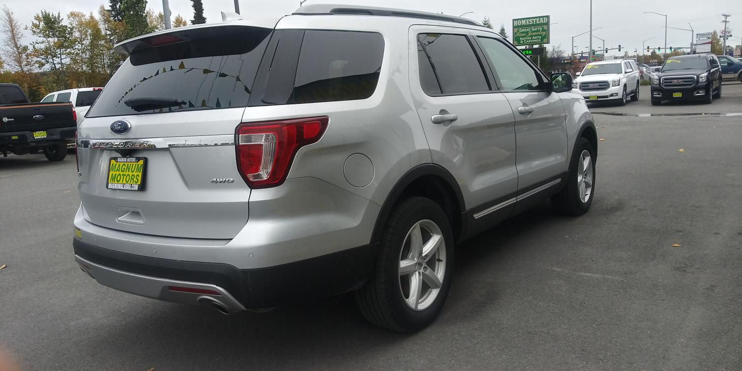 2017 Silver Ford Explorer XLT 4WD (1FM5K8D83HG) with an 3.5L V6 DOHC 24V engine, 6A transmission, located at 44152 Sterling Highway, Soldotna, 99669, (907) 262-5555, 60.484917, -151.062408 - Photo #7