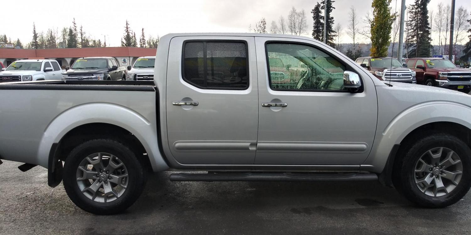 2019 Silver Nissan Frontier SL Crew Cab 5AT 4WD (1N6AD0EV0KN) with an 4.0L V6 DOHC 24V engine, 5A transmission, located at 44152 Sterling Highway, Soldotna, 99669, (907) 262-5555, 60.484917, -151.062408 - Photo #7