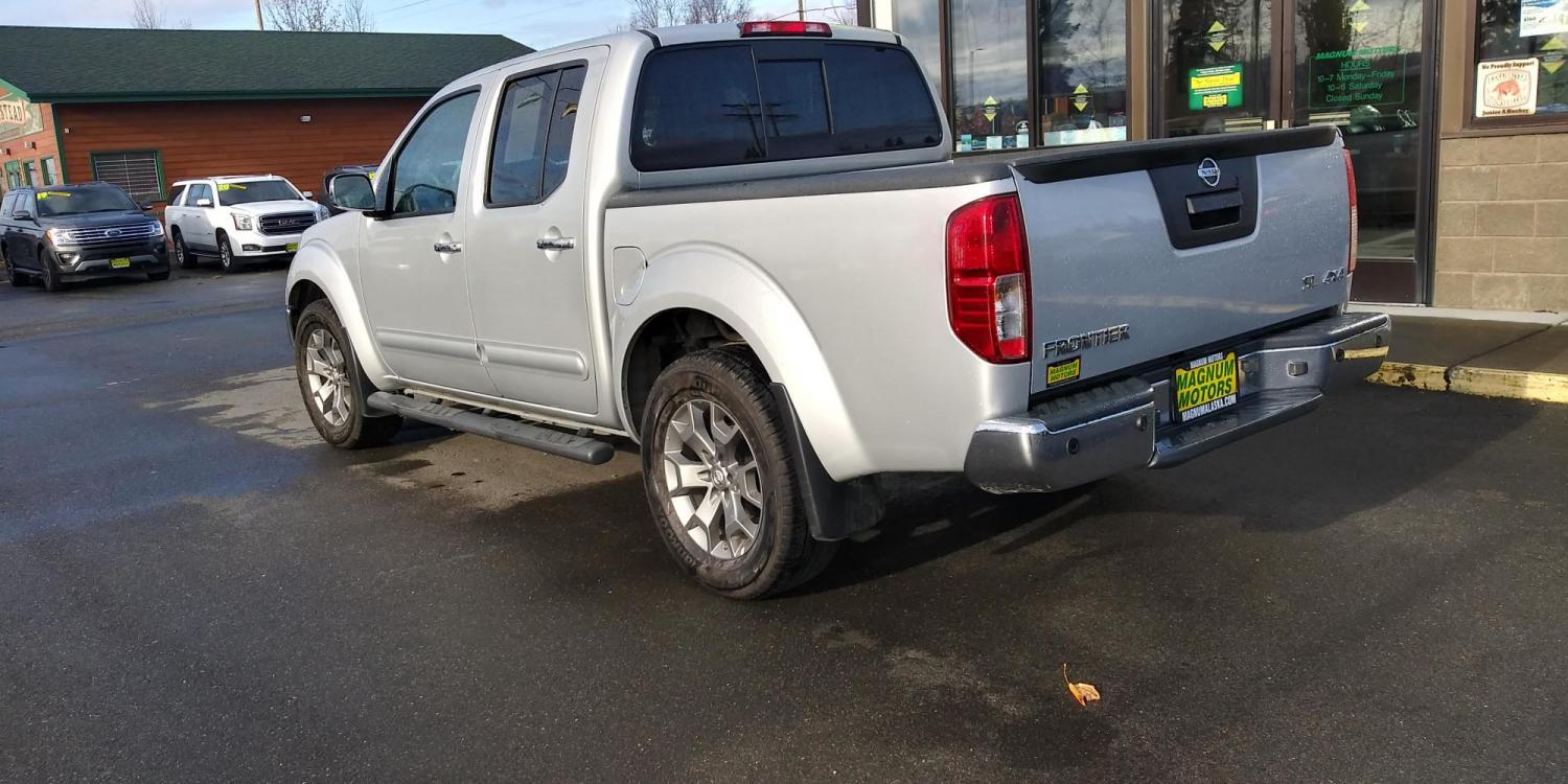 2019 Silver Nissan Frontier SL Crew Cab 5AT 4WD (1N6AD0EV0KN) with an 4.0L V6 DOHC 24V engine, 5A transmission, located at 44152 Sterling Highway, Soldotna, 99669, (907) 262-5555, 60.484917, -151.062408 - Photo #3
