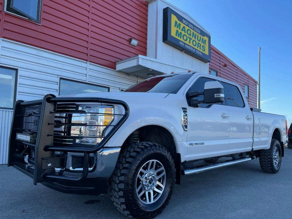 2017 White /Black Ford F-350 SD Lariat Crew Cab Long Bed 4WD (1FT8W3BT1HE) with an 6.7L V8 OHV 16V DIESEL engine, 6A transmission, located at 1960 Industrial Drive, Wasilla, AK, 99654, (907) 376-5555, 61.573475, -149.400146 - Photo #0